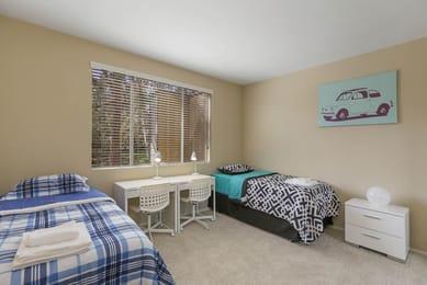 Kapi-Orange-County-5880-Fair-Isle-Dr-Riverside-Bedroom-Unilodgers