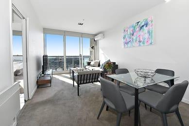 3004-483-Swanston-Street-Melbourne-Dining-Area-Unilodgers