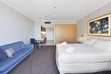 10-Saint-Andrews-Place-Bedroom-2-Melbourne-Unilodgers