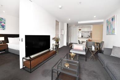 33-Mackenzie-Street-Living-2-Melbourne-Unilodgers