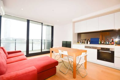 212-915-Collins-Street-Melbourne-Student-Accommodation-Melbourne-Living-Area-1-Unilodgers