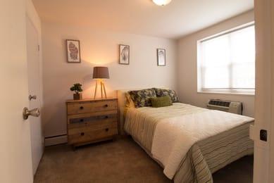 University-Village-Apartments-Columbus-OH-Bedroom2-Unilodgers.jpg
