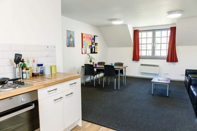 Don-Street-House-Aberdeen-Dining-Area-Unilodgers