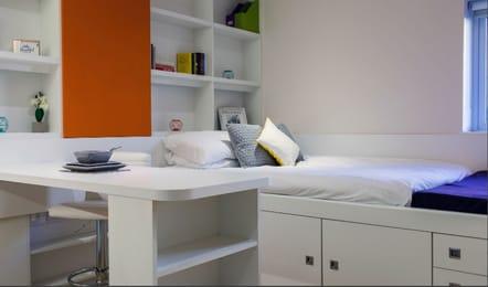 Adam-Street-Gardens-Cardiff-Bedroom2-Unilodgers.jpg