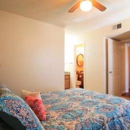 Post-Oak-Norman-OK-Bedroom-Unilodgers