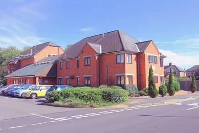 Kingfisher-Halls-Loughborough-Exterior-View-Unilodgers
