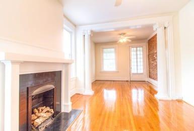 Pierce-Arrow-Apartments-Richmond-VA-Living-Room-Unilodgers