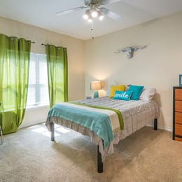 Villas-on-Guadalupe-Austin-Tx-Bedroom-Unilodgers