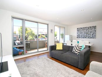 108-493-victoria-street-west-melbourne-student-accommodation-Melbourne-Living-Area-Unilodgers