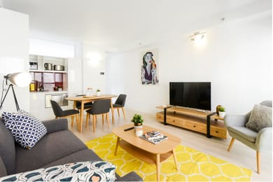 500-18-russell-place-melbourne-student-accommodation-Melbourne-Living-Area-Unilodgers