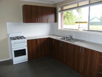 Unit-1-33-browning-avenue-clayton-south-student-accommodation-Melbourne-Kitchen-Unilodgers