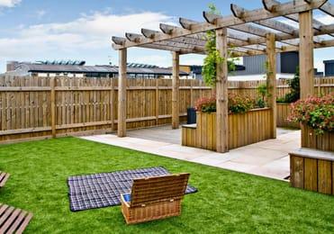 iQ-Hoxton-London-Roof-Terrace-2-Unilodgers