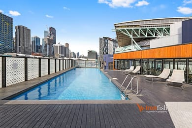 1213-673-la-trobe-street-docklands-student-accommodation-Melbourne-Swimming-Pool-Unilodgers