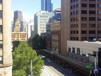 301-300-collins-street-melbourne-student-accommodation-Melbourne-Exterior-Unilodgers