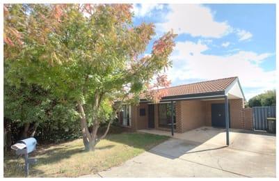 5-burge-close-holt-student-friendly-accommodation-Canberra-Unilodgers