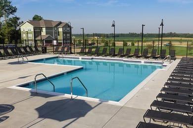 AXIS-Edwardsville-Edwardsville-IL-Swimming-Pool-Unilodgers