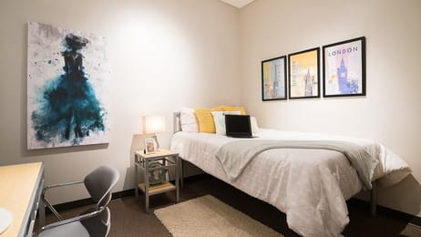 Icon-Student-Spaces-Saint-Louis-MO-Bedroom-With-Study-Desk-Unilodgers