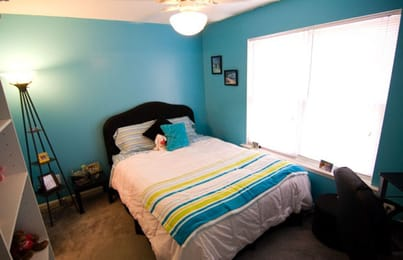 Method-Townhomes-Raleigh-NC-Bedroom-With-Study-Desk-Unilodgers