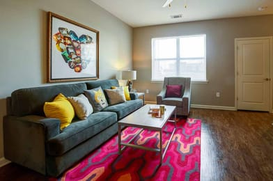 Station-74-Murray-KY-Living-Room-Unilodgers