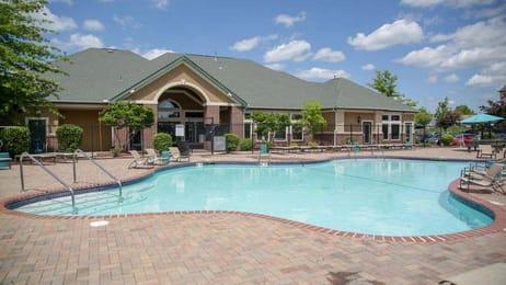 The-Lyfe-@-Missouri-Columbia-MO-Swimming-Pool-Unilodgers