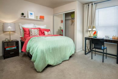 The-Village-At-Chandler-Crossings-East-Lansing-MI-Bedroom-With-Study-Desk-Unilodgers