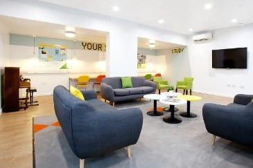Waverley-House-Bristol-Living-Room-Unilodgers