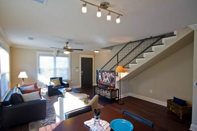 Woodlands-of-Baton-Rouge-LA-Living-Area-With-TV-Unilodgers