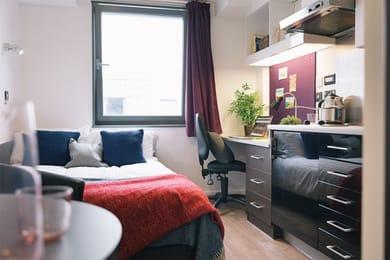 iQ-Astor-House-Plymouth-Bronze-Studio-Unilodgers