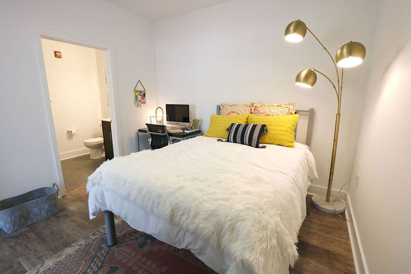 109-Park-Raleigh-NC-Bedroom-With-Study-Desk-Unilodgers