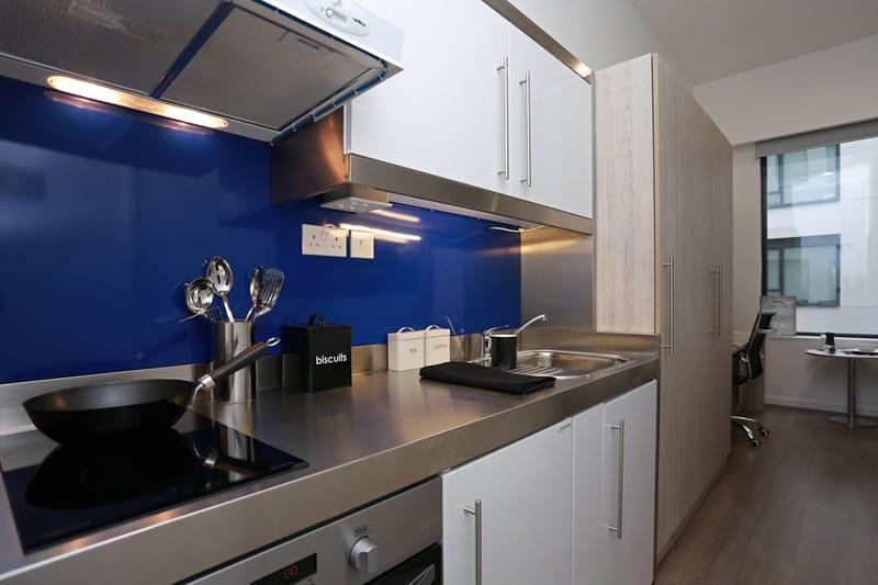 iQ-Bloomsbury-London-Kitchen 2-Unilodgers