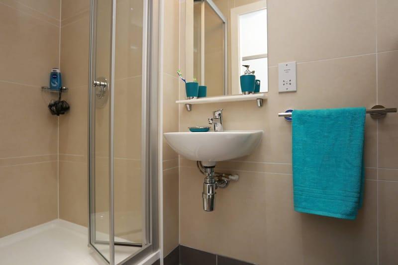 iQ-Bloomsbury-London-Bathroom-Unilodgers