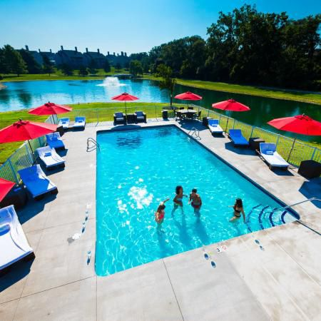 Woodland-Mews-Ann-Arbor-MI-Swimming-Pool-Unilodgers