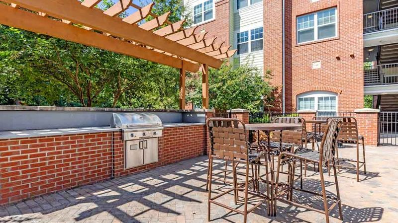 The-Union-Charlotte-NC-Outdoor-Grill-Unilodgers