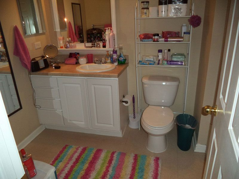 Capstone-Quarters-Urbana-IL-Bathroom-Unilodgers