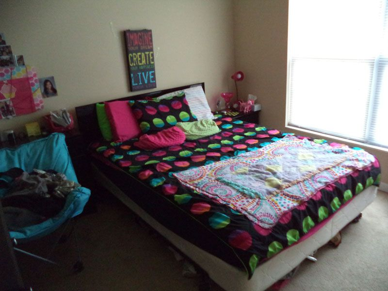 Capstone-Quarters-Urbana-IL-Bedroom-Unilodgers