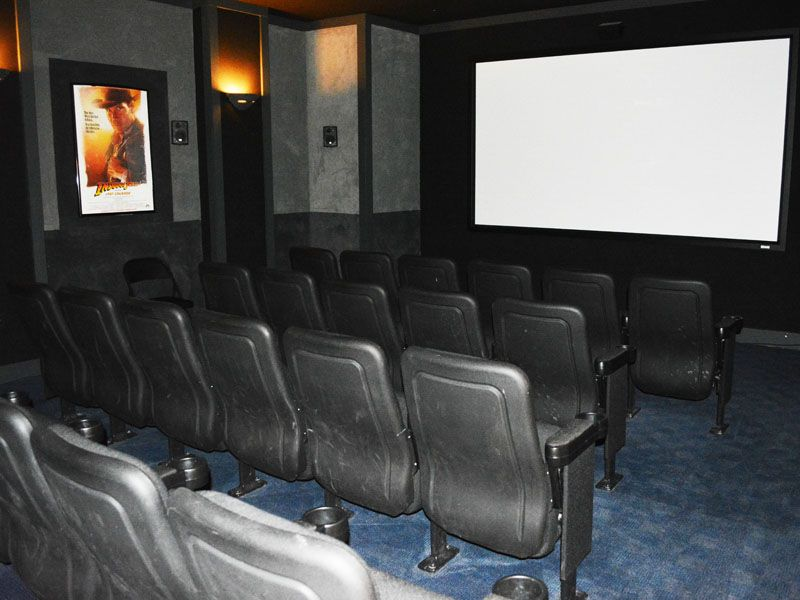 Capstone-Quarters-Urbana-IL-Cinema-Area-Unilodgers