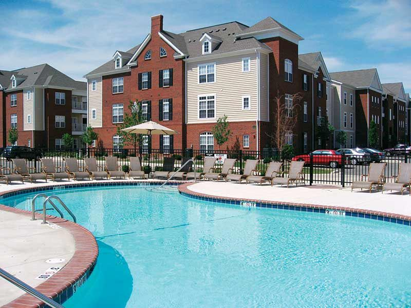 Capstone-Quarters-Urbana-IL-Swimming-Pool-Unilodgers