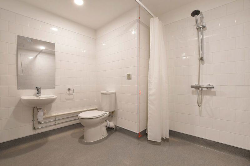 Liv-Sheffield-Bathroom-Unilodgers.jpg