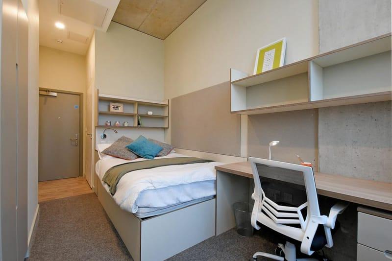 Liv-Sheffield-Bedroom2-Unilodgers.jpg