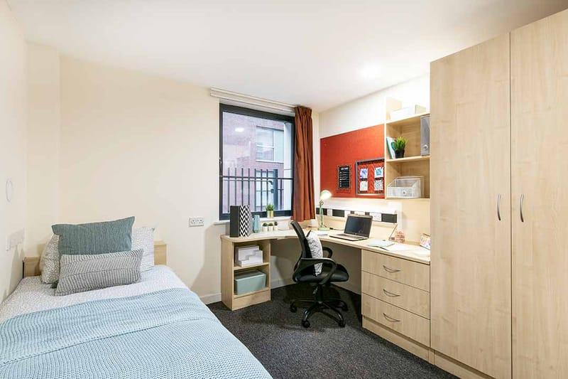 Sheffield-3-Sheffield-Bedroom-5-Unilodgers