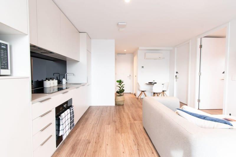 Park-Avenue-Parkville-Melbourne-Kitchen-With-Living-Area-Unilodgers