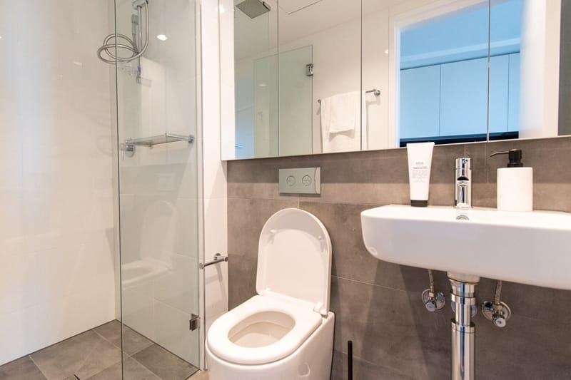 Park-Avenue-Parkville-Melbourne-Bathroom-Unilodgers