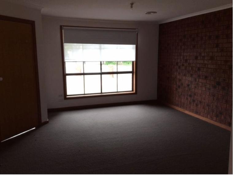 Unit-1-450-Haughton-Road-Clayton-Student-Accommodation-Melbourne-Bedroom-Unilodgers