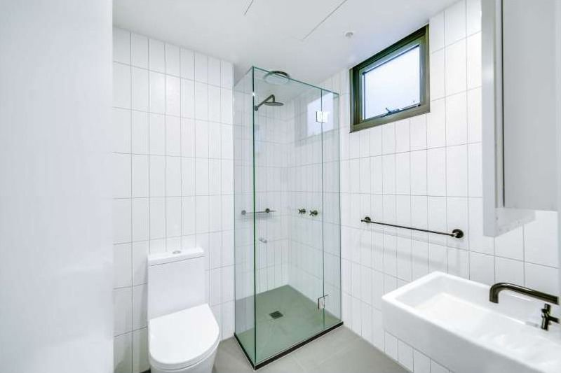 60137-43-Breese-Street-Brunswick-Student-Accommodation-Melbourne-Bathroom-2-Unilodgers