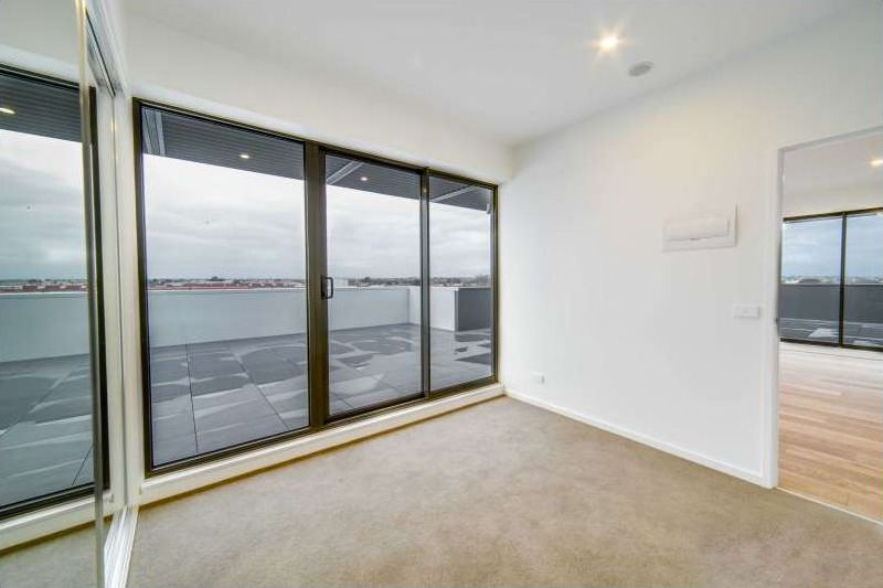 60137-43-Breese-Street-Brunswick-Student-Accommodation-Melbourne-Balcony-Unilodgers