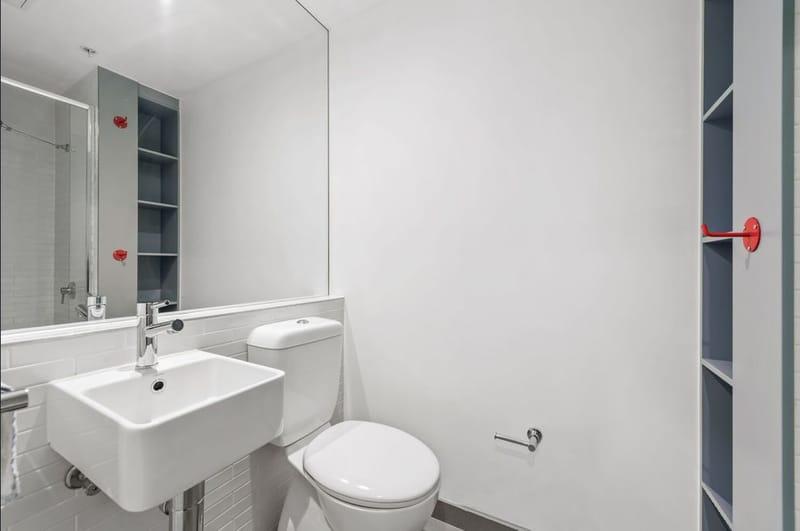 409-243-Franklin-Street-Melbourne-Student-Accommodation-Melbourne-Bathroom-Unilodgers