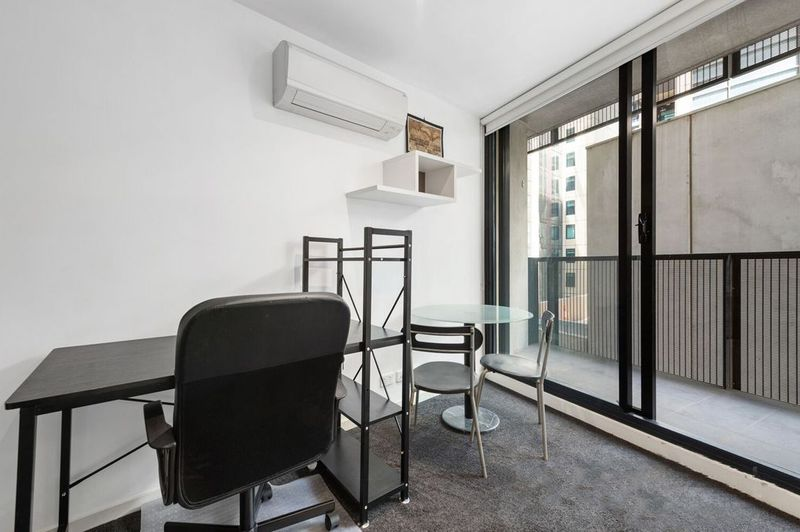 409-243-Franklin-Street-Melbourne-Student-Accommodation-Melbourne-Study-Desk-And-Chair-2-Unilodgers