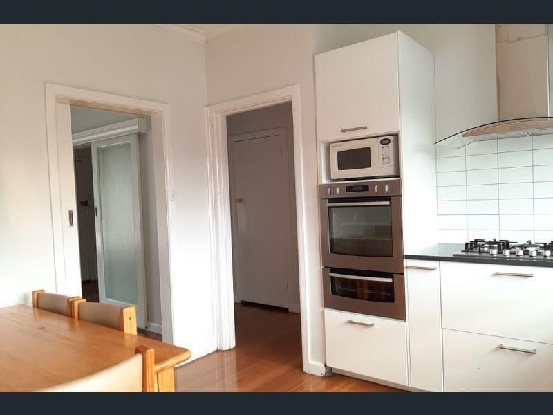 1-24-Stockdale-Avenue-Clayton-Student-Accommodation-Melbourne-Kitchen-2-Unilodgers