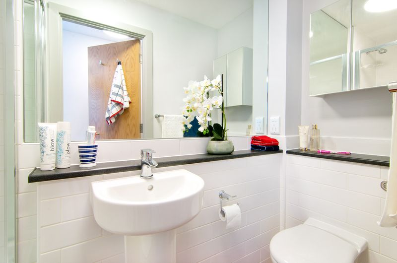 Earlsdon-Street-Portsmouth-En-Suite-Bathroom2-Unilodgers