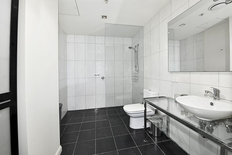 336-Russell-Street-Melbourne-Bathroom-Unilodgers